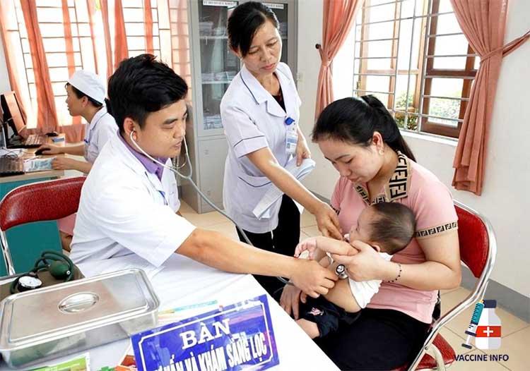 Tiêm phòng vắc-xin 6 trong 1 tại cơ sở y tế